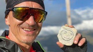 Il avale 360 kilomètres et 26000 mètres de dénivelé positif pour la bonne cause