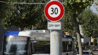 Faudrait-il généraliser le 30 km/h la nuit dans les villes du canton de Neuchâtel ?