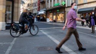 Faut-il autoriser les vélos dans la zone piétonne de Neuchâtel ?