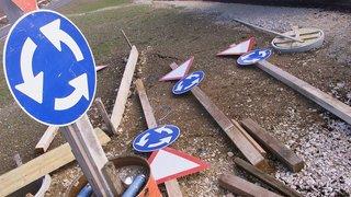 La Vue-des-Alpes: un inconnu recherché après avoir heurté un panneau