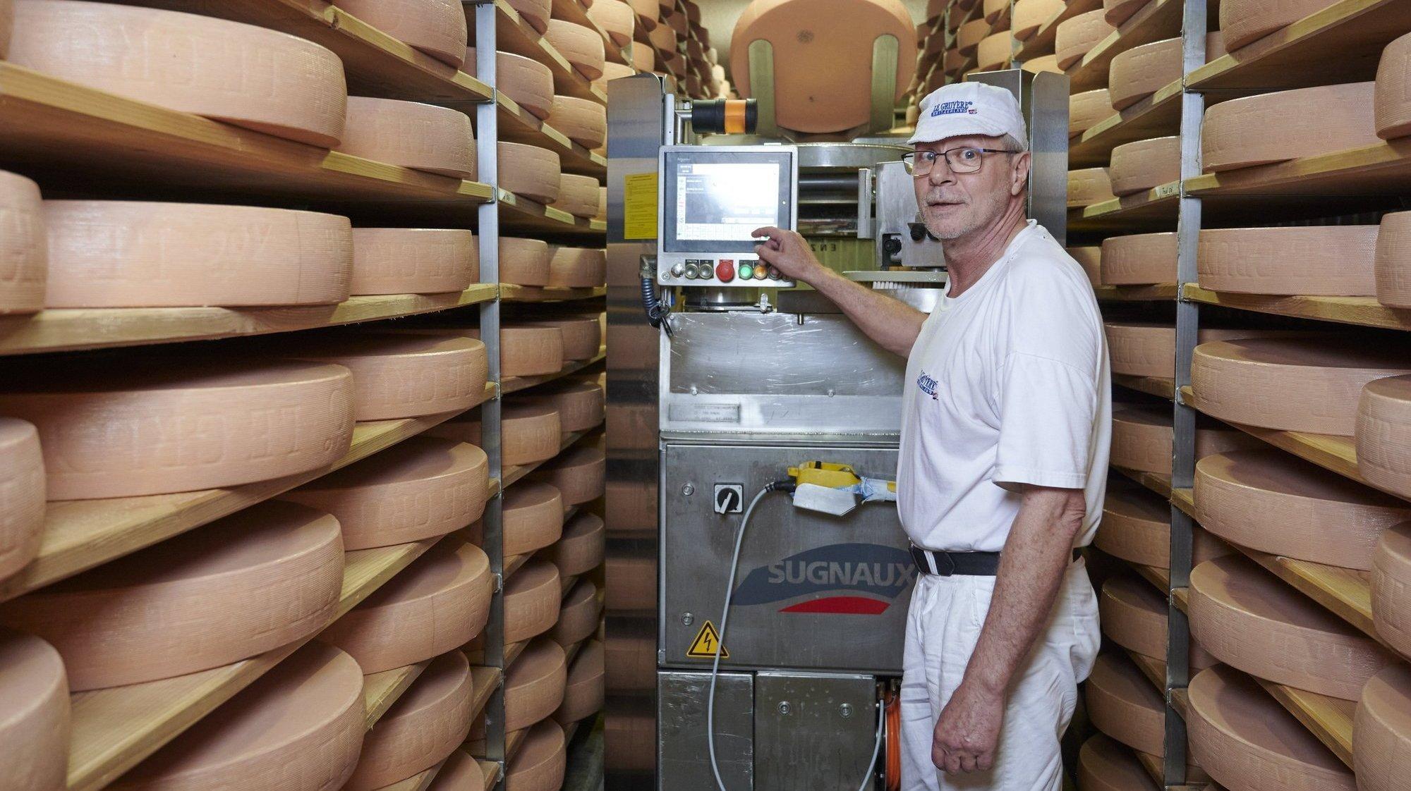 Val-de-Ruz: le meilleur fromager du canton transmet le flambeau et sa passion du gruyère
