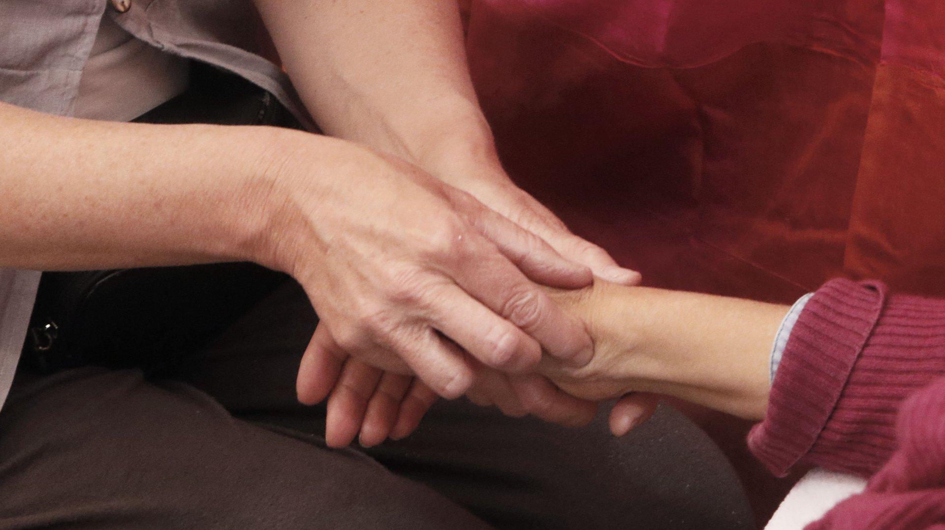 Thérapeutes, elles offrent un soin aux sinistrés de Cressier