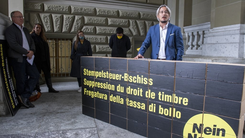 Le conseiller national socialiste valaisan Emmanuel Amoos s'est notamment exprimé à Berne ce mardi lors de la remise des signatures.