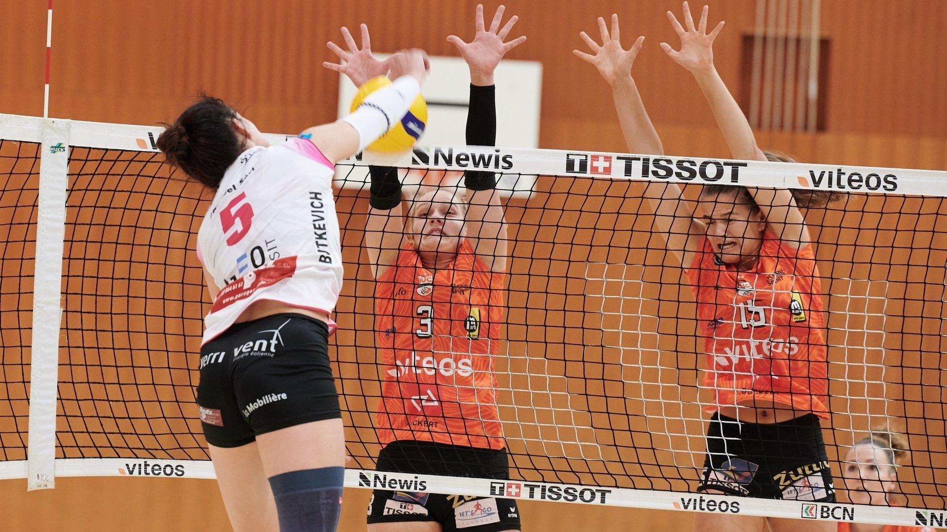 Les jeunes du NUC Jill Münstermann (de face, à gauche) et Alix de Micheli (de face, à droite) ont eu leur chance face à Valtra et Daria Butkevich (de dos).
