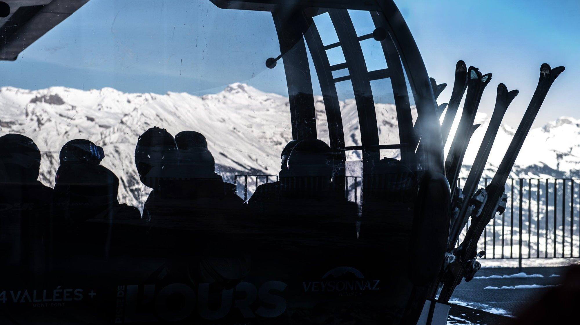 Pour participer aux camps de ski, les élèves des écoles professionnelles et des lycées devront pouvoir prouver qu'ils ont été vaccinés ou contaminés récemment.