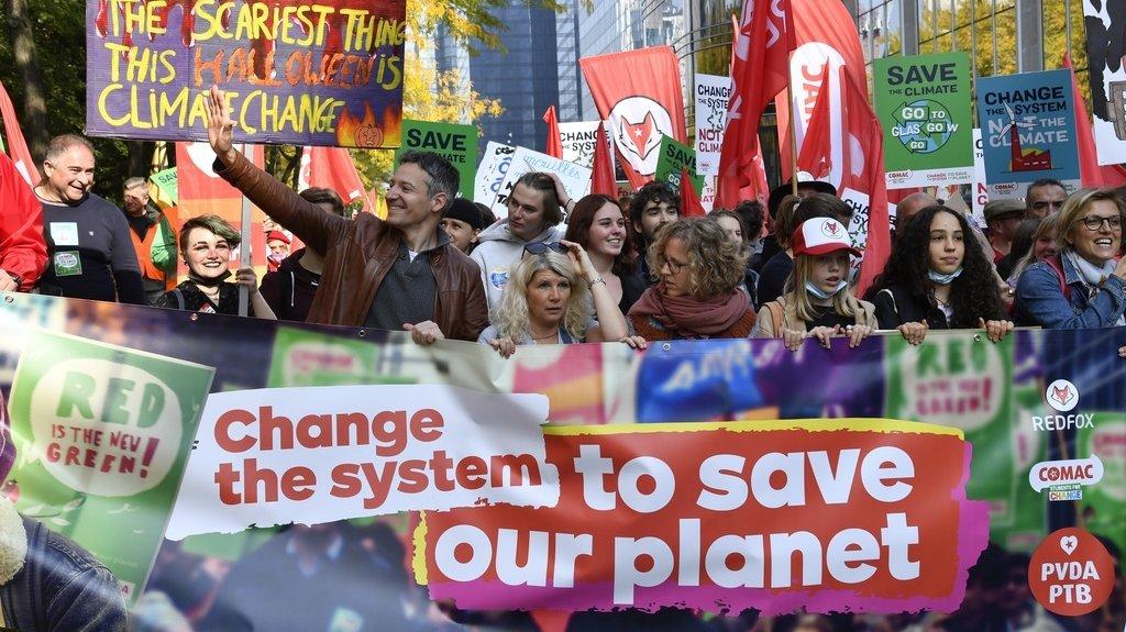"""Près de 80 groupes militants, réunis sous la bannière """"Coalition climat"""", avaient appelé à la manifestation, à laquelle participaient également des personnalités politiques belges."""