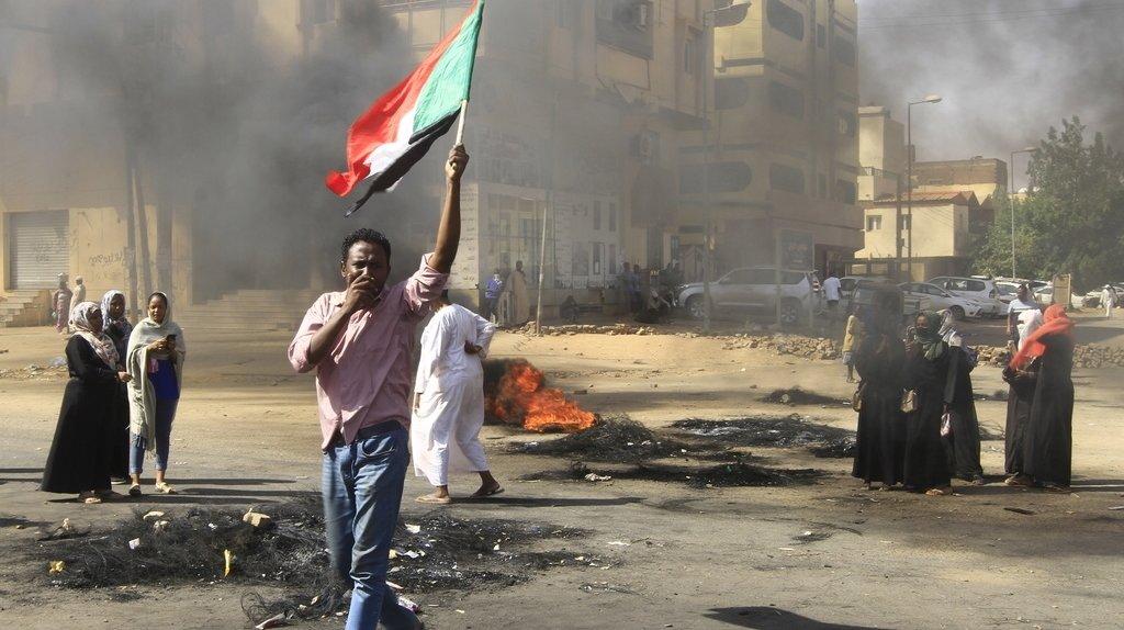 Soudan: le premier ministre renversé ramené chez lui