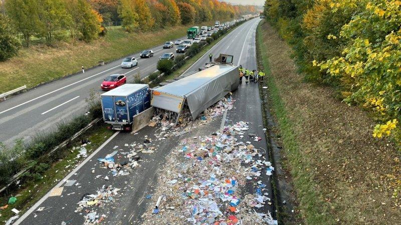 L'autoroute A1 toujours fermée entre Genève et Lausanne à la suite d'un accident