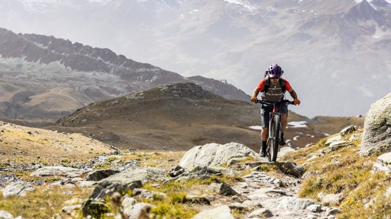 VTT: le freerider neuchâtelois Alban Aubert a relié Chamonix à Zermatt pour tester une batterie révolutionnaire