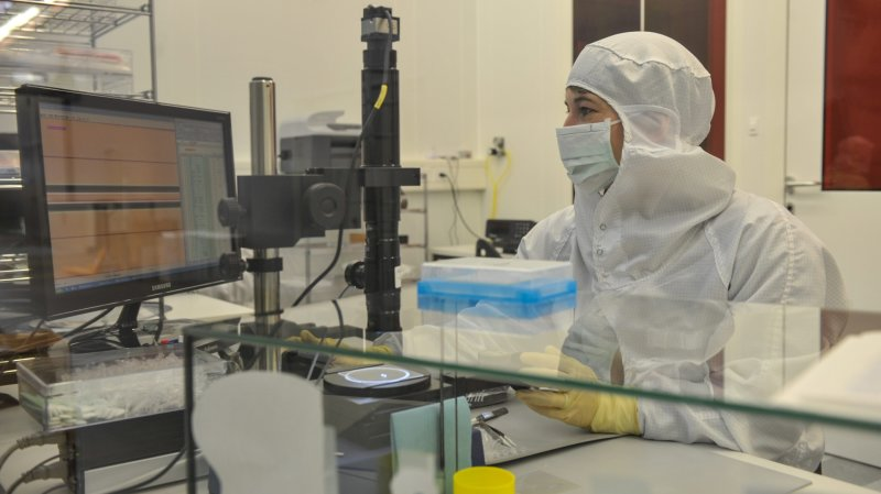 L'uni de Saint-Gall honore l'entreprise neuchâteloise Suss Microoptics