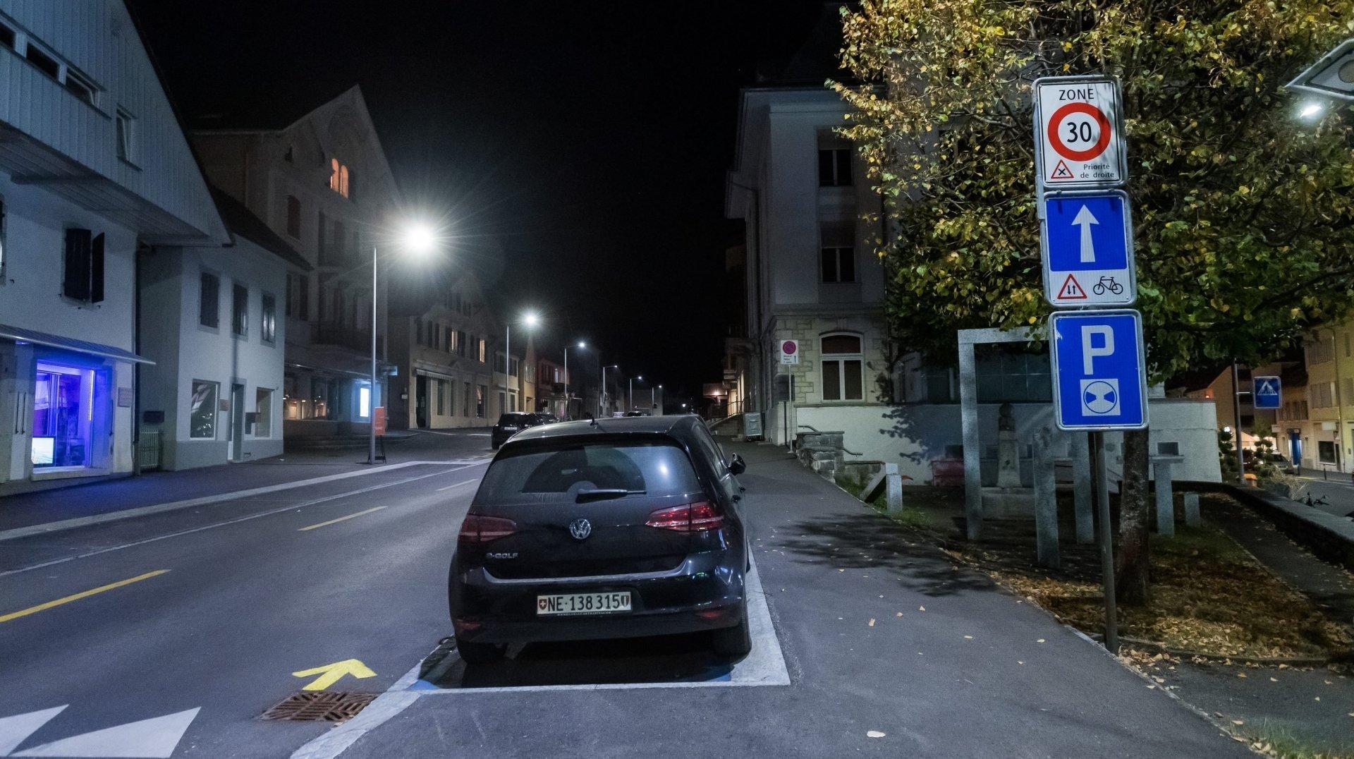 Certaines communes du canton de Neuchâtel ont sonné la fin de l'éclairage public nocturne, comme ici à Val-de-Ruz.