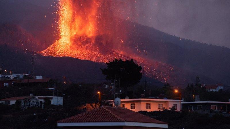 Iles Canaries: la population à la merci du volcan de La Palma