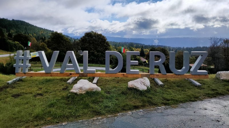 Val-de-Ruz: une enseigne en bois de sept mètres à La Vue-des-Alpes