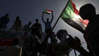 Coup d'Etat dénoncé au Soudan: plusieurs dirigeants arrêtés, accès à l'Internet coupé