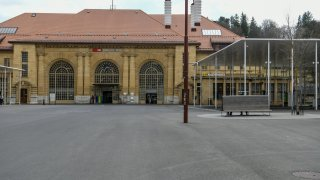 La police ferme la gare de La Chaux-de-Fonds après un brigandage au guichet CFF