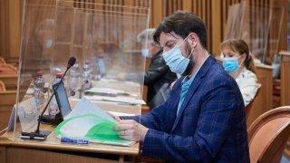 Proches aidants, lutte contre le harcèlement, travail de nuit: les nouvelles conditions de travail du personnel de Neuchâtel