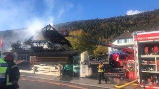 Route fermée entre Cernier et Dombresson en raison d'un incendie à Chézard