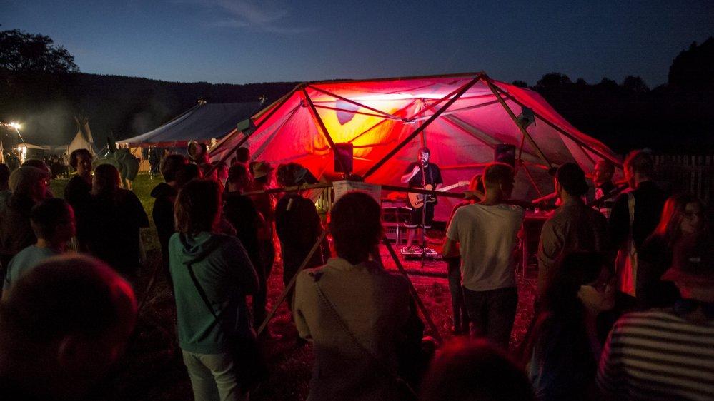 Garder l'ambiance du festival (ici le bubble stage en 2015) et améliorer quelques petits détails, tel est le leitmotiv des organisateurs du Hors Tribu.