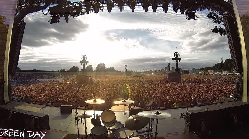 La séquence a été filmée depuis la scène du concert.