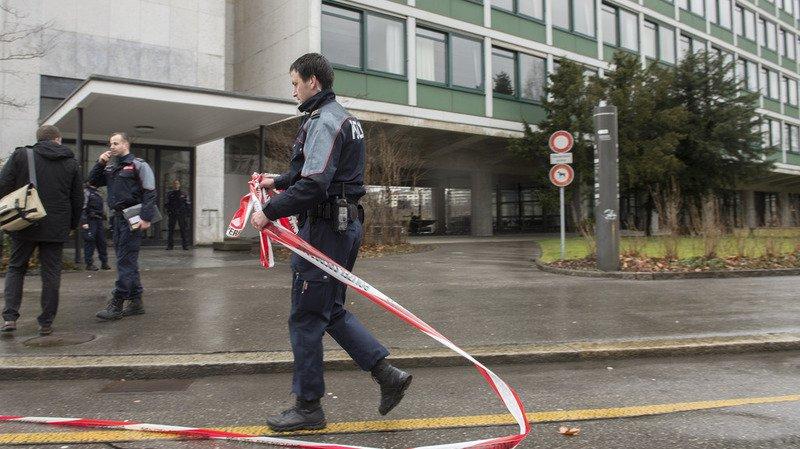 Berne: la police fait fermer la place fédérale à cause d'un object suspect