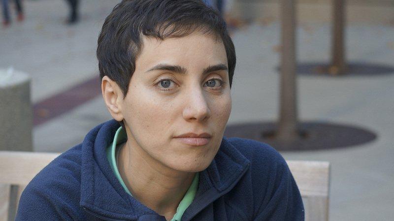 Maryam Mirzakhani, ici à Stanford en 2014 alors qu'elle venait de recevoir la médaille Fields, plus haute distinction dans la milieu des mathématiques.