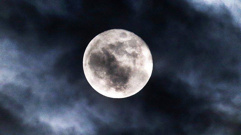 Astronomie: la lune contient d'énormes gisements d'eau