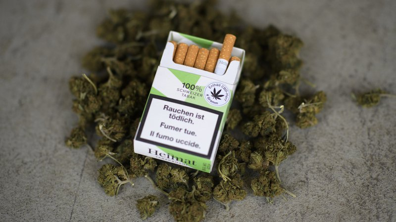 Tessin: la police saisit les cigarettes au cannabis vendues dans trois centres commerciaux Coop