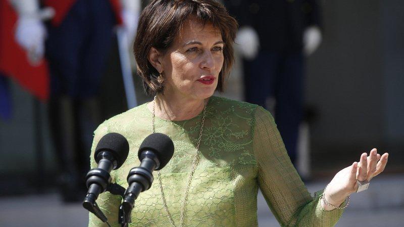 Doris Leuthard est actuellement présidente de la Confédération, ainsi que cheffe des transports et de l'environnement.