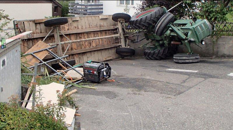 Argovie: ils fêtent un enterrement de vie de garçon sur la remorque d'un tracteur, 18 blessés, dont 3 graves