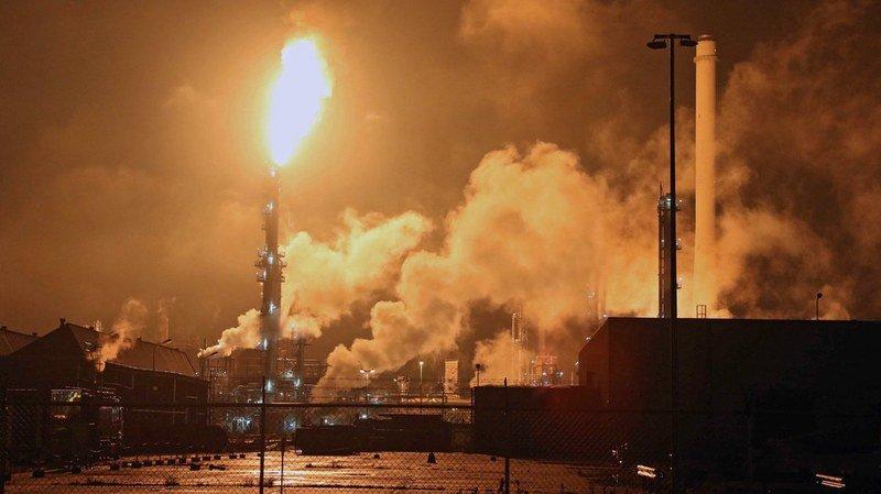 Pays-Bas: la plus grande raffinerie d'Europe est en feu