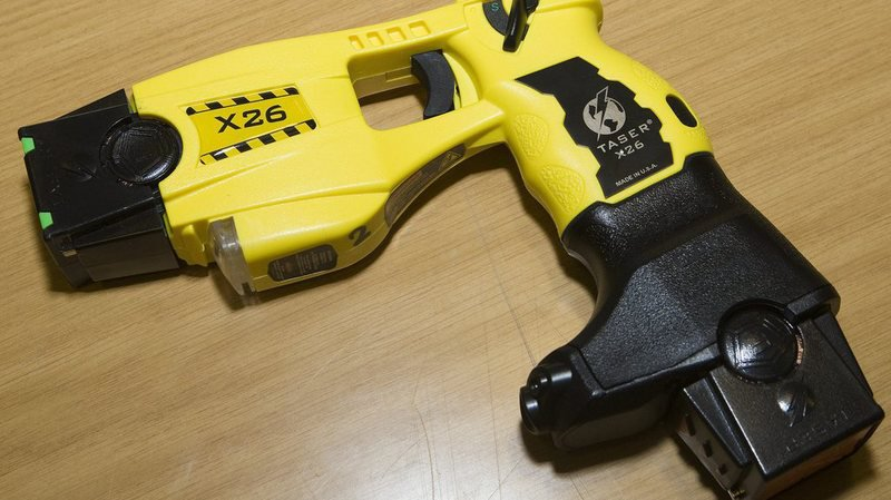 Etats-Unis: un couple poursuivi en justice pour avoir utilisé un taser sur ses trois enfants