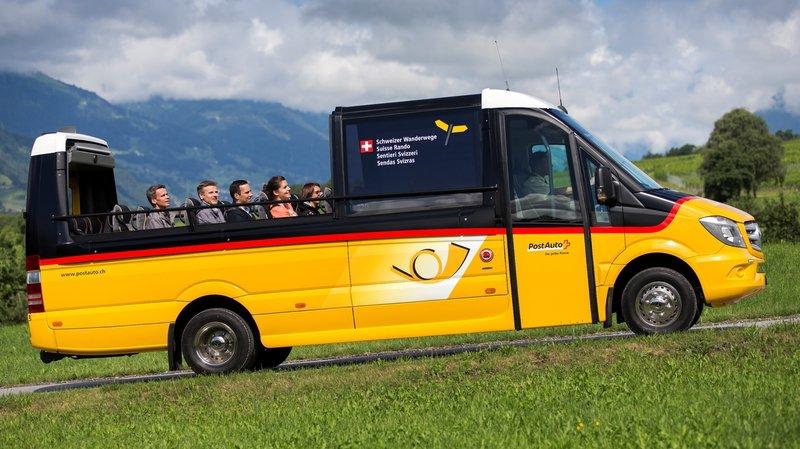 Un CarPostal décapotable mis en circulation pour balader les touristes dans les Grisons