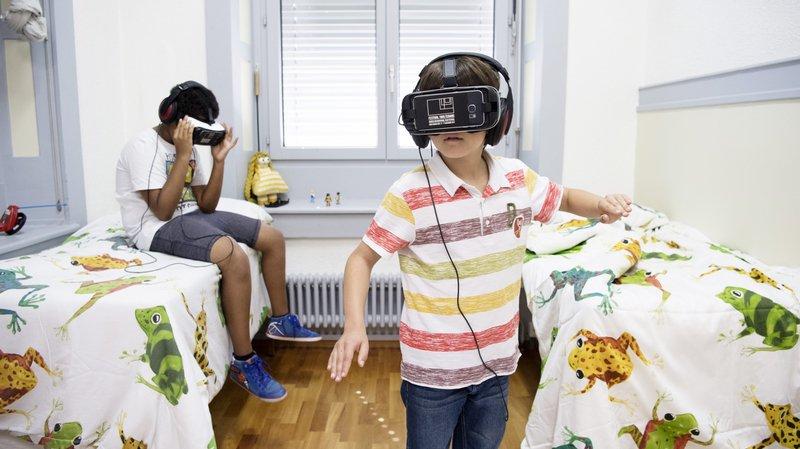 """Deux journalistes en herbe du Passeport vacances ont testé la """"Ghost house virtuelle"""" du Nifff Invasion"""