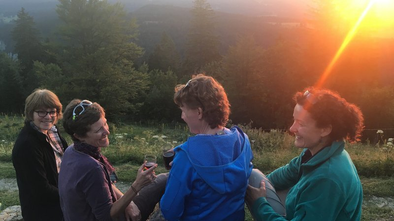 Virées métairies: à la buvette de La Mayaz, l'attraction sur la carte, c'est le coucher de soleil