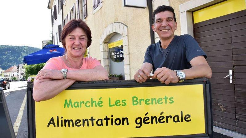 Suzanne et Mejdi ont repris l'épicerie du village qui jouera aussi le rôle d'agence postale.