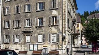 Le Locle: jugés décrépis, les bâtiments du centre-ville devront être rénovés