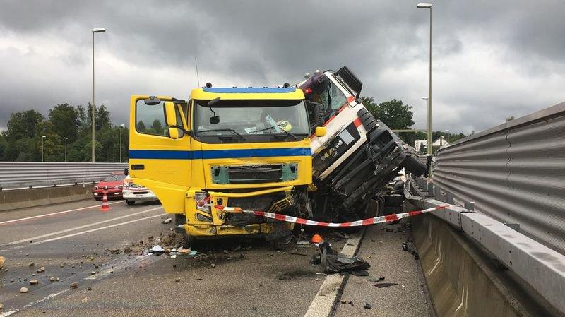 A3 à Zurich: un spectaculaire accident a semé le chaos jeudi matin