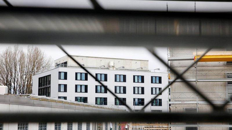 Genève: 13 gardiens de la prison de Champ-Dollon condamnés à une amende pour avoir soutenu leur directeur