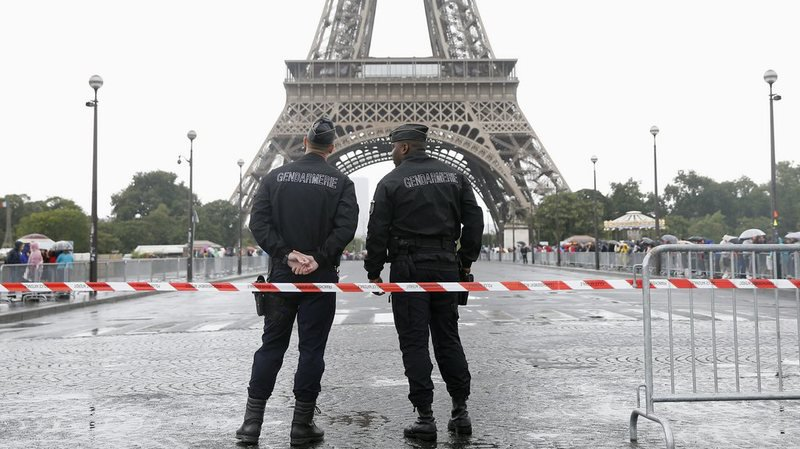 Attaque de la Tour Eiffel: l'assaillant interné en psychiatrie