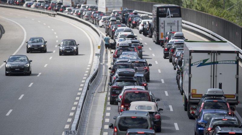 Vacances: jusqu'à 10 kilomètres de bouchons au tunnel du Gothard