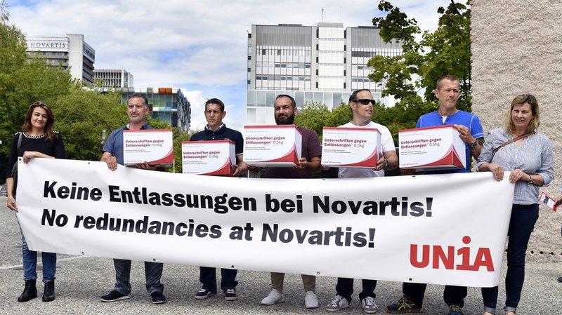 Pharmaceutique: des dizaines d'employés de Novartis protestent contre les licenciements annoncés