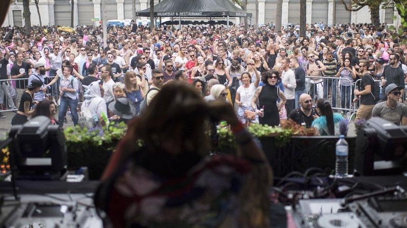 Zurich: près d'un million d'amateurs de techno afflue à la Street Parade