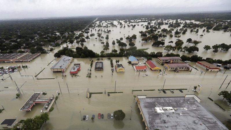 La tempête Harvey prend la direction de la Louisiane, 17 morts au Texas