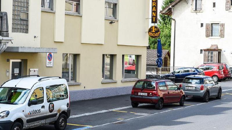 Un habitant de Cernier s'est attribué des places de parc en les peignant en jaune