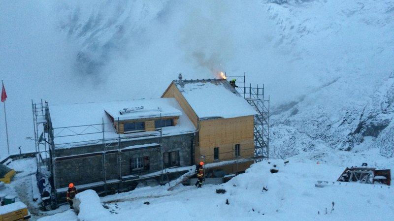 Saint-Gall: une cabane du Club alpin prend feu, les pompiers transportés par hélicoptère