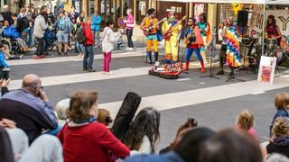 BUSKERS CGA14695