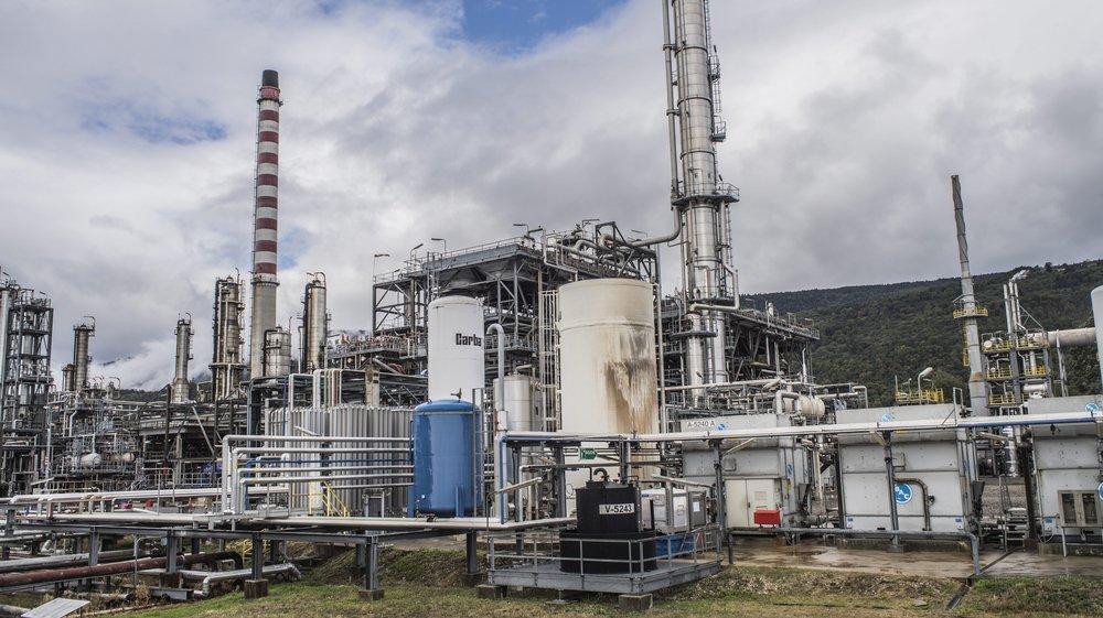 Gérée surtout automatiquement, la raffinerie est pilotée depuis un poste de commande unique.