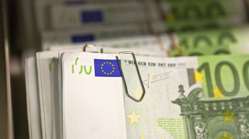 Genève: des dizaines de milliers d'euros retrouvés dans les WC de bistrots et d'une banque