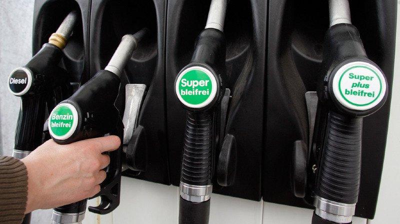 Bulle: ils confondent l'essence et le diesel puis vidangent leur réservoir dans la rue