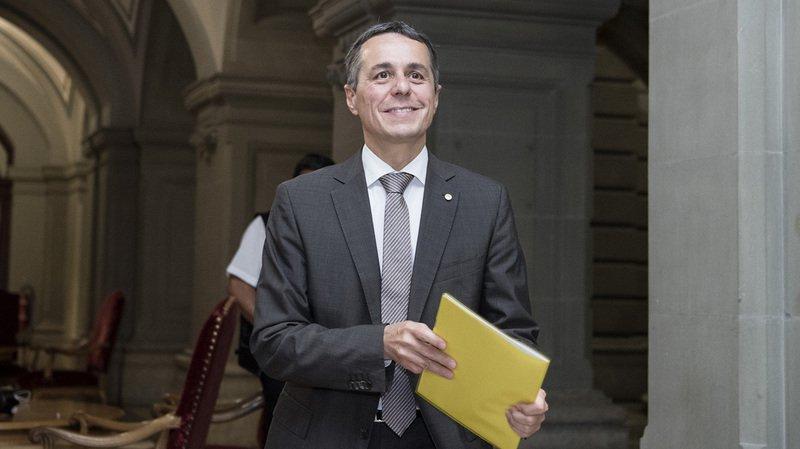 Succession Burkhalter: le peuple suisse élirait Ignazio Cassis au Conseil fédéral